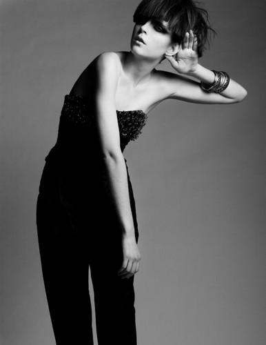 欧美黑白色图片美女